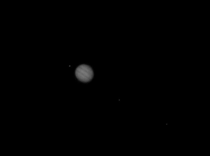Jupiter et trois de ses satellites