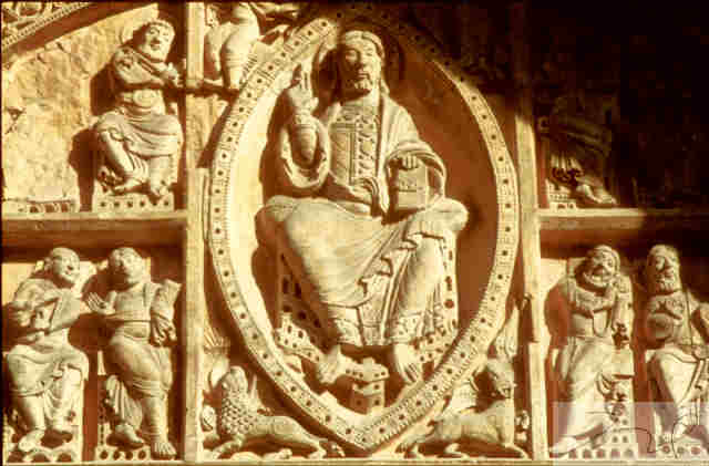 Carennac (Lot) : le tympan de l'église St Pierre