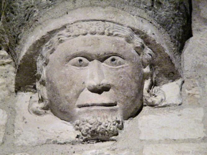 Carennac (Lot) : les culs-de-lampe de l'église Saint-Pierre