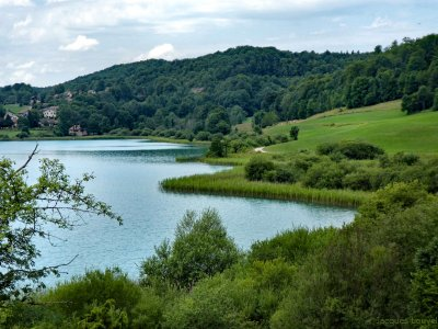 Au bord du lac du Grand Maclu (Jura)
