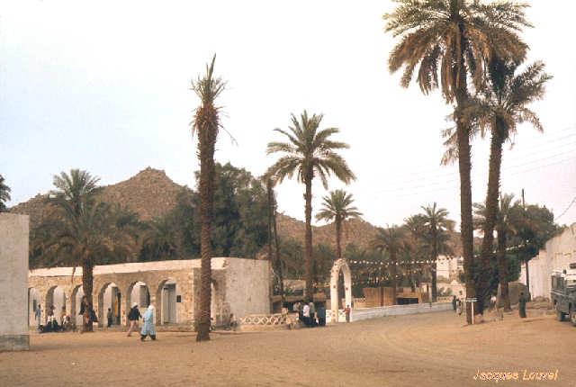 Tassili n'Ajjer : l'entrée de la place du marché à Djanet