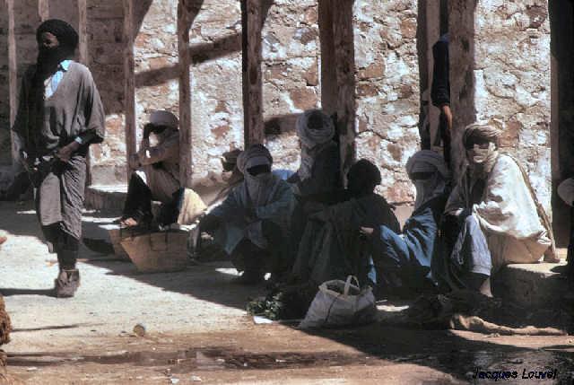 Tassili n'Ajjer : place du marché à Djanet détail 1